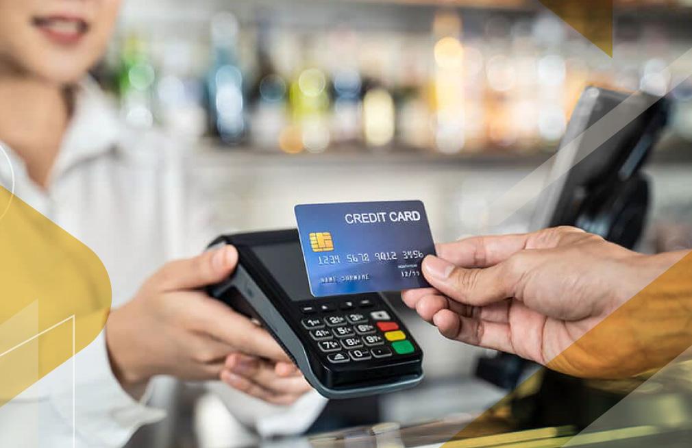 using-credit-cards-vs-cash-ecuador